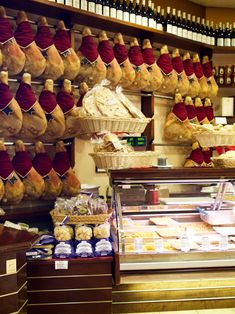 """""""6 ICONIC ITALIAN DISHES YOU DIDN'T KNOW WERE FROM EMILIA-ROMAGNA (AND WHERE TO GET THEM)"""" by @marievallieres"""