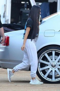 Kim Kardashian wearing Vintage Snoop Dogg T-Shirt, Adidas Yeezy Boost 350 zebra Kris Jenner, Kendall Jenner, Kylie, Kourtney Kardashian, Robert Kardashian Jr, Kardashian Kollection, Yeezy Outfit, Trendy Summer Outfits, Casual Outfits