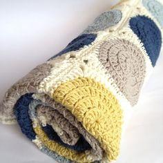'Retro Circles' crochet cot blanket.