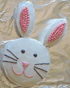 Wie man einen Häschenkuchen macht - New ideas Bunny Birthday Cake, Toddler Birthday Cakes, Easter Bunny Cake, Bunny Party, Easter Treats, 2nd Birthday, Bunny Cakes, Easter Food, Holiday Cakes