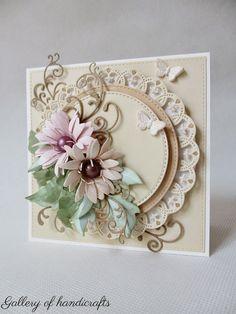 Koło z falbanką na kwadratowej bazie,   do tego kompozycja kwiatowa i motylki.     Papiery: Beige Collection i Soft Collection...