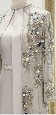 Stylish Dress Designs, Stylish Dresses, Elegant Dresses, Casual Dresses, Fashion Dresses, Gown Party Wear, Hijab Dress Party, Saree Dress, Minimalist Bookshelves