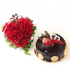 Chocolate & Roses from the Heart este un cadou de efect si elegant, plin de emotie, tandrete si frumusete, o expresie de neinlocuit a sentimentelor. Alege sa faci o surpriza dulce si plina de farmec cu ajutorul tortului in trei straturi de mousse ciocolata, alaturi de o inima din trandafiri rosii si miniroze, cadoul perfect pentru femeia care conteaza cu adevarat! Chocolate Roses, Cake, Desserts, Tailgate Desserts, Deserts, Kuchen, Postres, Dessert, Torte
