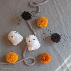 Craft some cute pom-pom Halloween decor for your home with our step-by-step tutorial. We'll teach you how to make a pom-pom spider, ghost, and pumpkin. Halloween Projects, Halloween 2020, Halloween Yarn, Halloween Costumes, Halloween Inspo, Halloween Wreaths, Family Halloween, Halloween Halloween, Craft Stick Crafts