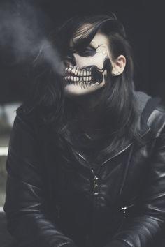 Gas Mask Art, Masks Art, Vintage Photography Women, Smoke Photography, Gothic Photography, Half Sleeve Tattoos Designs, Creation Art, Pop Art Wallpaper, Estilo Rock