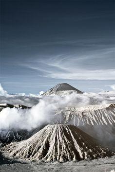 auen:    dontcarebears:    Mount Bromo and Mount Semeru Indonesia by SKI968.    i love you.