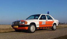 Te koop: briljante replica van Mercedes 190 van Rijkspolitie