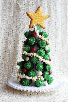 Cupcake Christmas Tree #christmas #crafts #cupcakes