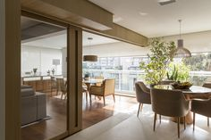Portas de correr transformam dinâmica de apartamento alugado