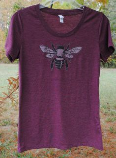 Honey Bee Shirt for Women, Perfect Christmas Gift, Mother's Day Gift, Beekeeper, Honey Bee, T-Shirt, Cool Gift, Beekeeping Gifts, Birthday