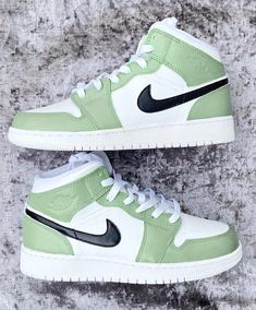 Dr Shoes, Cute Nike Shoes, Swag Shoes, Nike Air Shoes, Hype Shoes, Retro Nike Shoes, Nike Retro, Sneakers Mode, Cute Sneakers