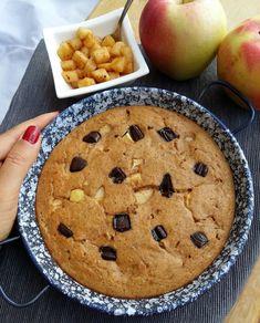 Skvělý koláč bez mouky plný bílkovin. Připravíte ho z cizrny, jablek a čokolády (Recept)