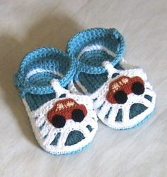 Crochet baby sandals,Crochet boys sandals,Crochet blue and white sandals,Crochet. Crochet Car, Crochet For Boys, Love Crochet, Crochet Baby Sandals, Crochet Shoes, Crochet Baby Blanket Beginner, Baby Knitting, Knitting Patterns, Crochet Patterns