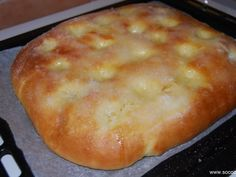 farine, sucre en poudre, beurre, oeuf, crème fraîche, eau de fleur d'oranger, levure chimique