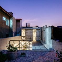 Narrow+São+Paulo+house+rebuilt+for+an+elderly+resident+by+Terra+e+Tuma