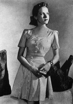 Simple summer dress - 1940's fashion.