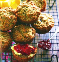 Poppies se muffins. Foto: Tannie Poppie Kook Apple Cinnamon Muffins, Cinnamon Apples, South African Recipes, Ethnic Recipes, Muffin Recipes, Scones, Poppies, Biscuits, Sweet Treats