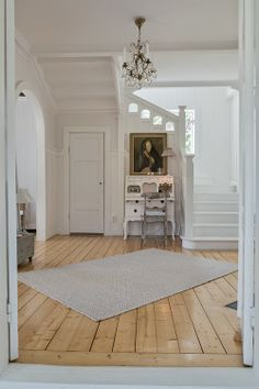 Stairs and hall Swedish Interior Design, Swedish Decor, Swedish Interiors, Country Interior, Interior Design Inspiration, French Cottage Style, French Style Homes, Feng Shui Entryway, White Staircase