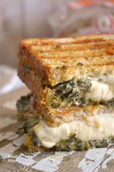 Spinach and Cheese Sandwich Recipe - Sándwiches - Veggie Recipes, Vegetarian Recipes, Healthy Recipes, Croissant, Drink Recipe Book, Cheese Sandwich Recipes, Hot Dogs, Deli Food, Spinach And Cheese