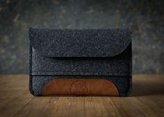 OFF iPad mini RETINA case anthracite grey merino wool felt pocket italian leather patch functional protecitv snug fit refined Macbook Air, Ipad Mini, Felt Case, Ipad Sleeve, Men Design, Wool Felt, Felted Wool, Swagg, Leather Craft