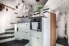 17m2-es mini lakás elképesztően ötletesen berendezve, okos megoldásokkal többszörözve a kis területet P3