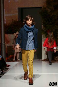 Petit Style Walking Madrid - Colección Chocolat CND by Cóndor - Pantalones chinos curry, camisa tejido corbatero, gorro de canalé con vuelta, cuello punto inglés