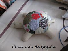 Tortuga de tela con hexágonos Visitar mbcasasgomez.blogspot.com.es