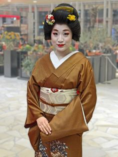 "Lady Kaga Redux: The Geisha Konoha (Explored) (by Rekishi no Tabi)    Pictured here is the geisha Konoha (小乃葉) from the Yamanaka Onsen in Kanazawa. Kanazawa in Ishikawa Prefecture, which used to be the castle town of the Maeda clan's fief of Kaga, had a tourism promotion called ""Lady Kaga"", featuring the geisha of the area."