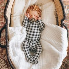 Fantastic baby arrival tips are offered on our internet site. look at this and you wont be sorry you did. Cute Kids, Cute Babies, After Baby, Baby Arrival, Pregnant Mom, Baby Hacks, Baby Tips, Baby Sleep, Baby Baby