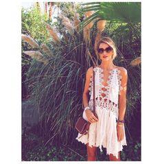 Rosie Huntington-Whiteley http://www.vogue.fr/mode/mannequins/diaporama/la-semaine-des-tops-sur-instagram-avril-2015/20032/carrousel#rosie-huntington-whiteley-coachella-2015