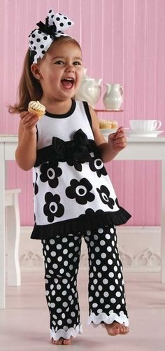 70 ideas for diy baby girl dress ruffles Little Girl Outfits, Little Girl Fashion, Little Girl Dresses, Fashion Kids, Toddler Outfits, Kids Outfits, Sewing For Kids, Baby Sewing, Baby Girl Dresses
