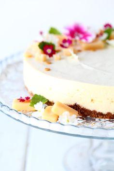 Omar-juustokakku vadelmilla - Suklaapossu Vanilla Cake, Berries, Cheesecake, Food And Drink, Sweets, Chocolate, Baking, Healthy, Desserts
