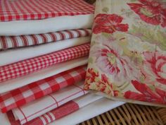 These fabrics make for a lovely quilt (via Mias Country Living: Seeing red)