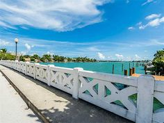 The venetian causeway connects the South Beach and Wynwood communities. Picture a sunrise or sunset run across this bridge to take our guests on a journey through Miami, leading into the epicenter of all things art in our hood - the Wynwood walls.