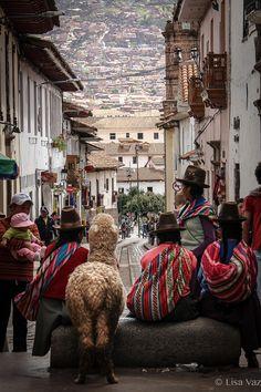 Machu Picchu, Bolivia, Places Around The World, People Around The World, Peruvian Art, Inca Empire, South American Countries, Cusco Peru, Beautiful Streets