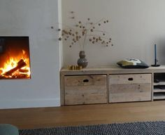 Dit houten meubel kun je voor veel doeleinden gebruiken, wil je weten waarvoor? Lees het hier: www.facebook.com/Mixinstijl/photos/pb.415987475161254.-2207520000.1426579789./769016009858397/?type=1&theater