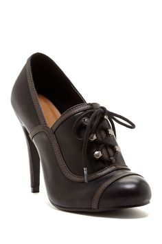 Leonia Oxford Pump