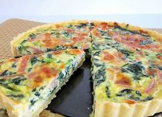 Quiche has become a regular in our home. It is very easy to make quiche with almost any ingredients. Ham And Spinach Quiche, Spinach Tart, Tart Recipes, Cooking Recipes, Vegetarian Recipes, Quiches, Snacks Für Party, Batch Cooking, Weight Watchers Meals