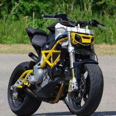 Moto : Illustration Description Bimota by Krax Moto Stunt Bike, Moto Bike, Motorcycle Bike, Motorcycle Headlight, Er6n, Ride Out, Drag Bike, Flat Tracker, Bike Style