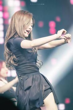 © the summer of life Kpop Girl Groups, Korean Girl Groups, Kpop Girls, Twice Show, Sana Minatozaki, Fandom, Dance The Night Away, One In A Million, Nayeon