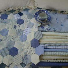 Mias Landliv- Blue and white Hexis