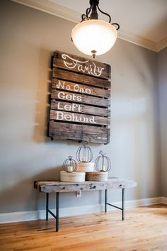 DIY. Design ideas for your home with pallets. Wall decorating.