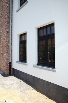 Afbeeldingsresultaat voor raamdorpel hardsteen Ramen, Garage Doors, Windows, Outdoor Decor, House, Home Decor, Ideas, Decoration Home, Home
