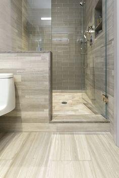 Neueste Trends im Badezimmerfliesen-Design - Lu Austin - Mix Bathroom Tile Designs, Bathroom Interior Design, Bathroom Ideas, Bathroom Remodeling, Budget Bathroom, Remodeling Ideas, Modern Master Bathroom, Small Bathroom, Bathroom Gray