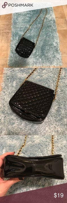 VTG Amanda Smith Shoulder Cross-body Chain Purse Super cute vintage purse! Great condition! Reasonable offers accepted! Bundle for a private discount! Amanda Smith Bags Shoulder Bags