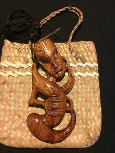 Vintage Clothing, Vintage Outfits, Maori Patterns, Boo Boos, Eye Of Ra, Maori Art, Kiwiana, Mamma Mia, Bone Carving