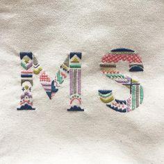 キャンバス生地は図案を描くのも刺すのも少し難しい #embroidery #handembroidery #ordermade #刺繍