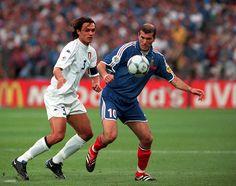 France 2 Italy 1 in 2000 in Rotterdam. Paolo Maldini shadows Zinedine Zidane in the Final at Euro Zinedine Zidane Real Madrid, Paolo Maldini, European Championships, Fifa, Beckham, Superstar, Football, Running, Humor