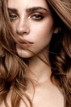 freckled beauty glowing skin clean makeup bushy brows bold lip los angeles makeup artist hayley kassel