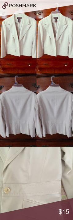 Worthington Works Ivory Blazer Worthington Works Stretch Separates ivory Blazer      •Ivory Blazer      •beautiful Sewing detail on Blazer      •1 button      •Long Sleeve      •64% Polyester, 32% Rayon, 4% Spandex-Shell     •100% Polyester - Lining     •worn only 1x      •EXCELLENT CONDITION  *Price is ALWAYS negotiable!   *2+ items in BUNDLE GET 10% OFF  *TO PURCHASE USE BUY NOW FEATURE OR ADD TO BUNDLE! Worthington Jackets & Coats Blazers